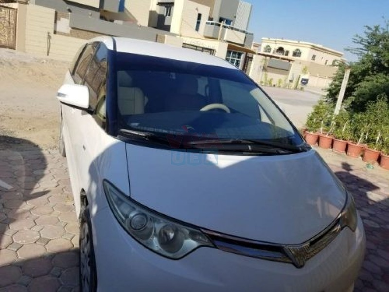 Toyota previa se low kilometer smooth drive 2013 gcc white color, home usage, clean interior and exterior. Acc